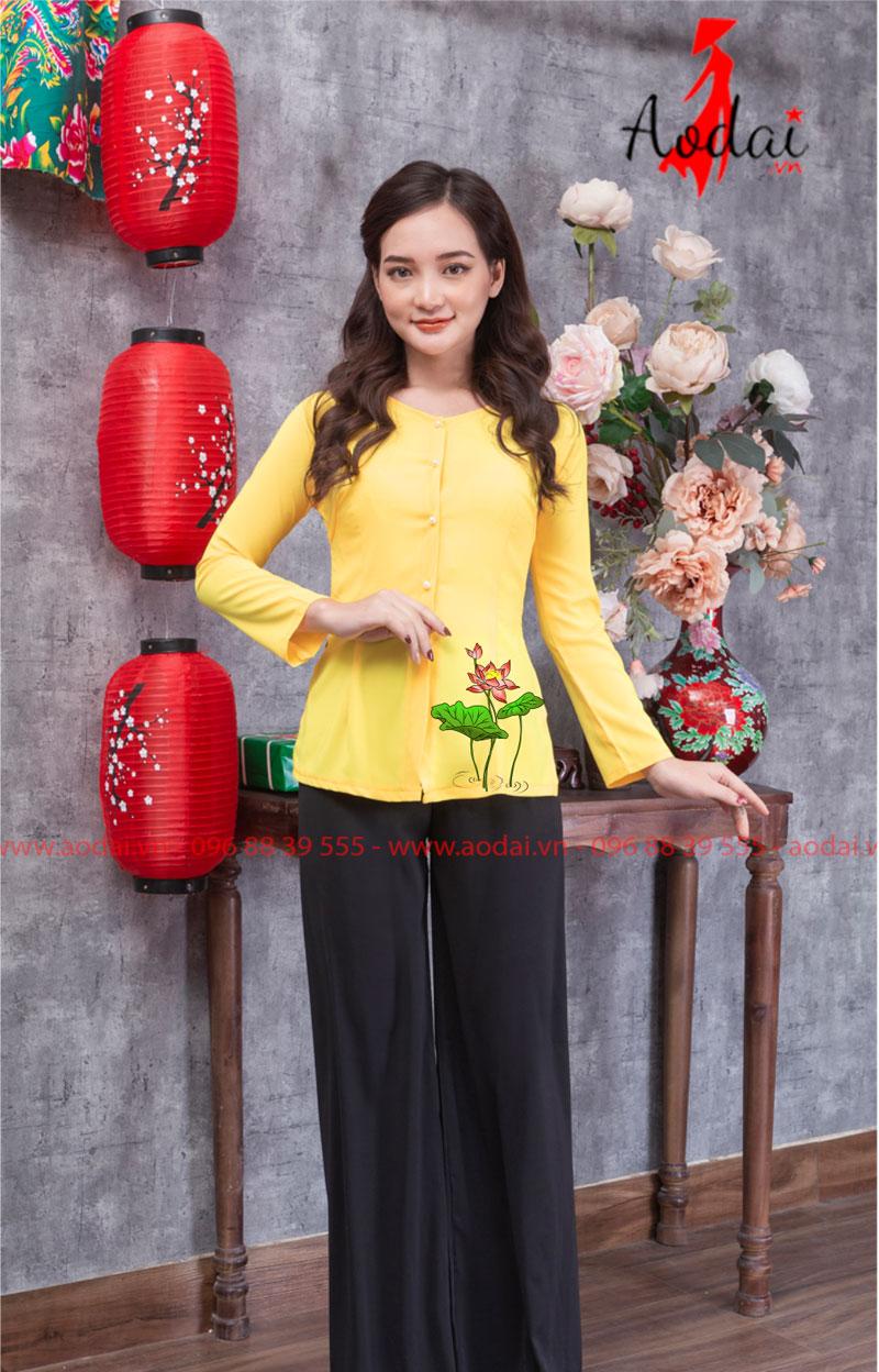 Áo bà ba hoa sen đỏ màu vàng