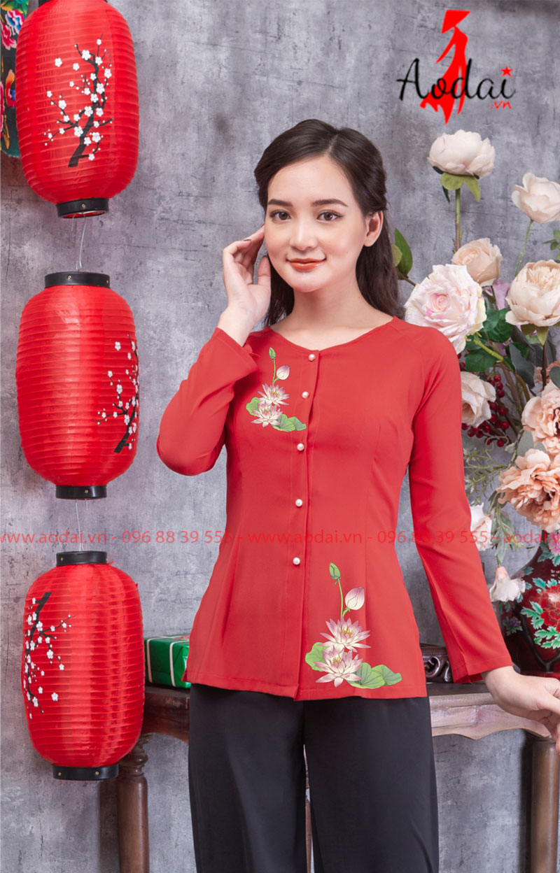 Áo bà ba hoa sen nhạt màu đỏ
