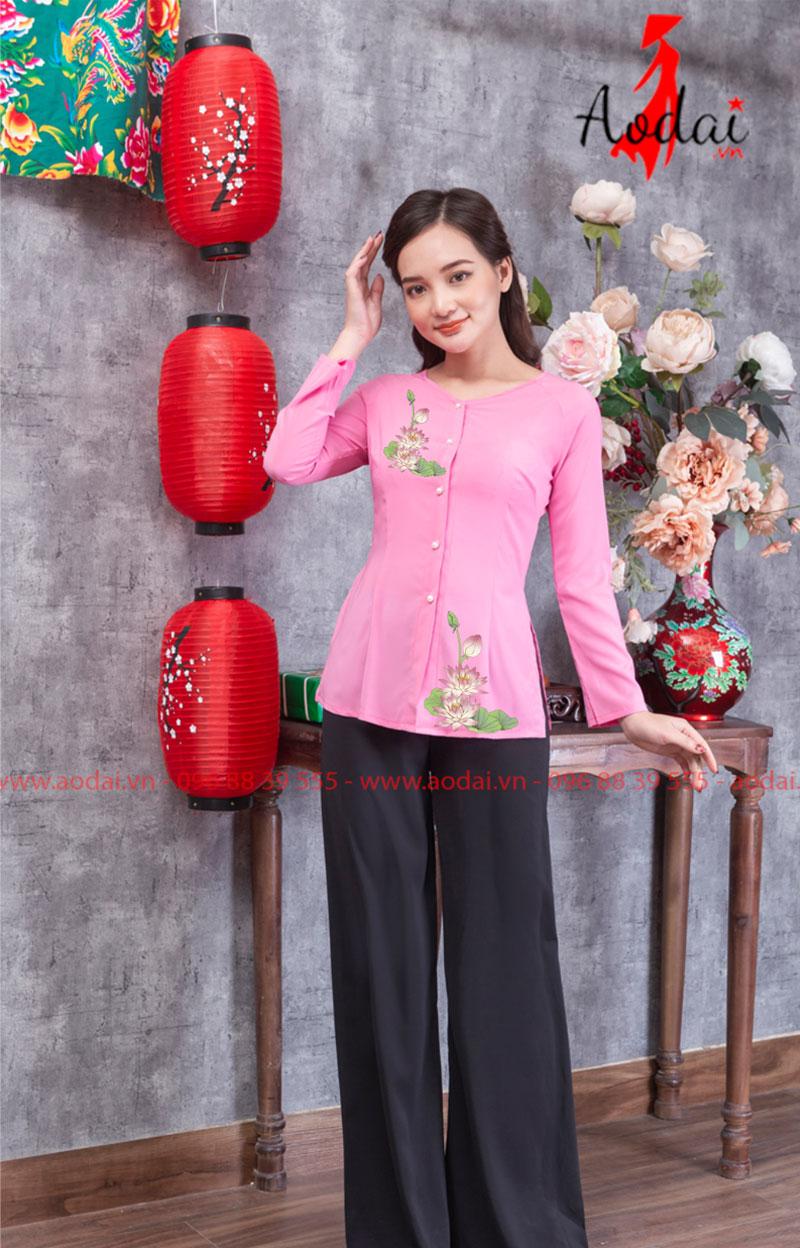 Áo bà ba hoa sen nhạt màu hồng