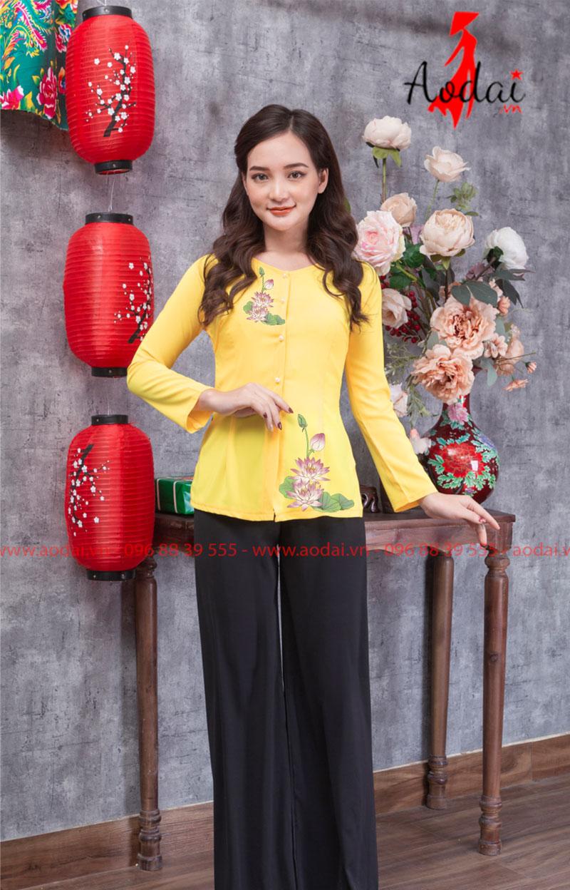 Áo bà ba hoa sen nhạt màu vàng