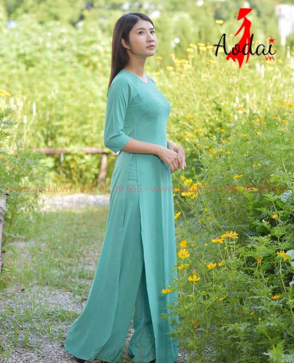 In áo dài tại Long Biên