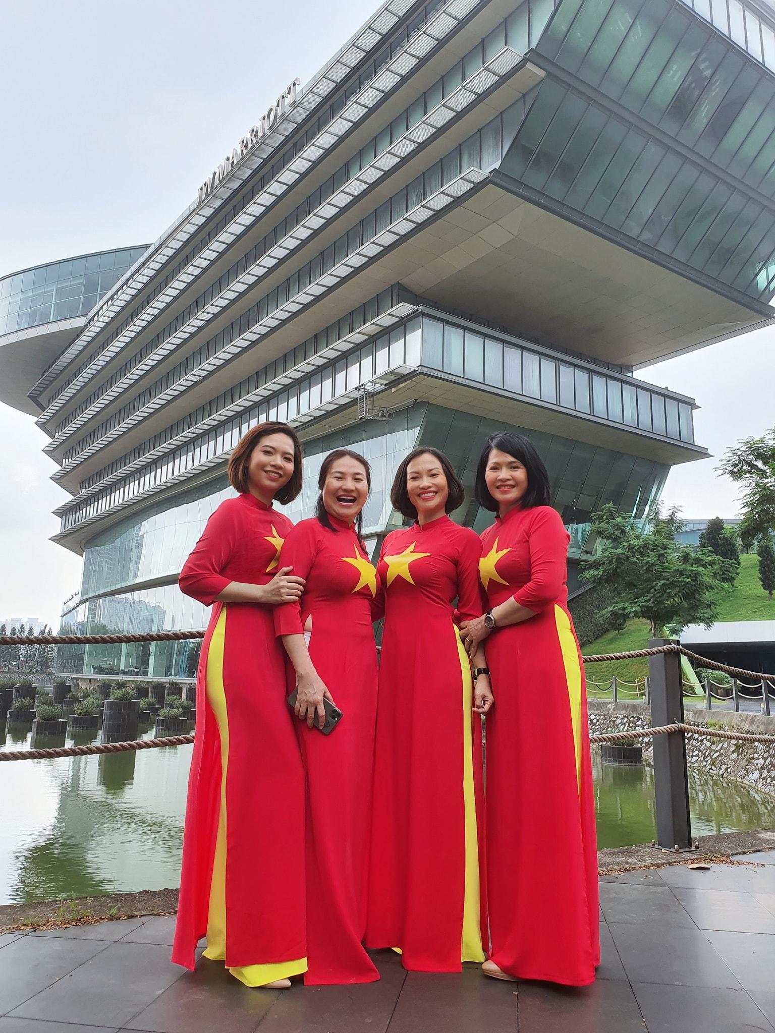 Áo dài cờ đỏ sao vàng | Ao dai