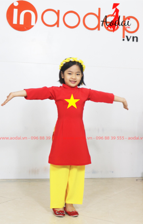 Áo dài cờ đỏ sao vàng cách tân cho bé