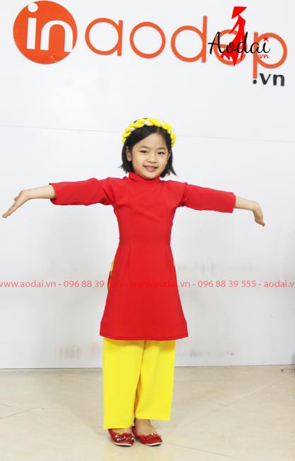 Áo dài cách tân cho bé màu đỏ