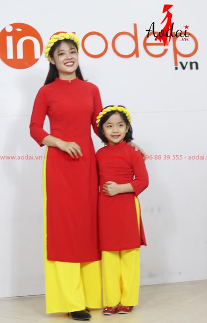 Áo dài cho mẹ và bé màu đỏ - Quần vàng