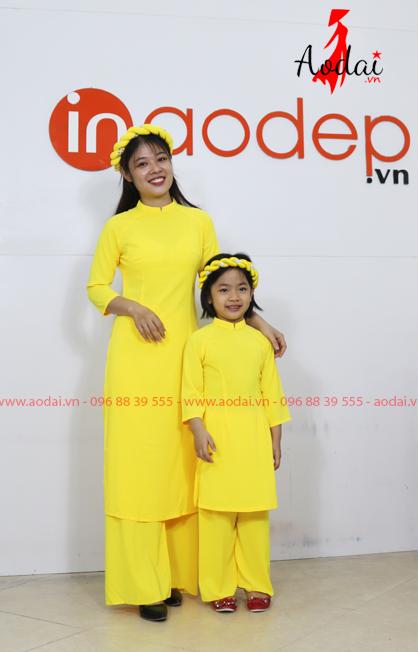 Áo dài cho mẹ và bé màu vàng