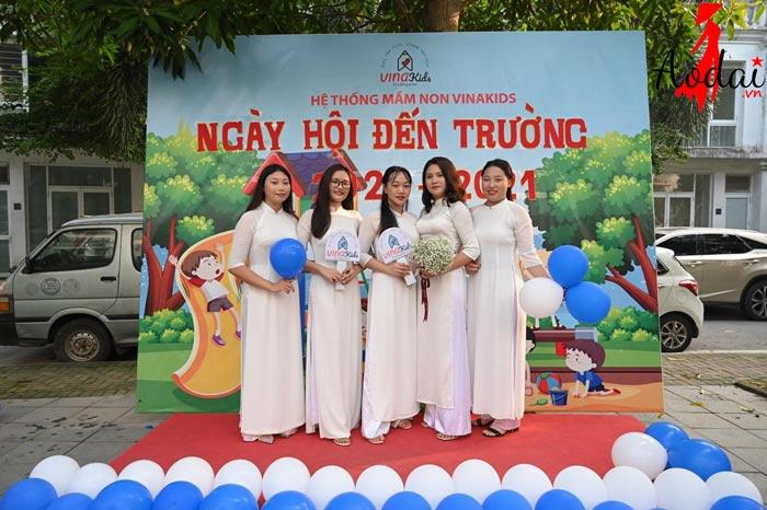 Áo dài giáo viên trường mầm non Vinakids Hà Nội