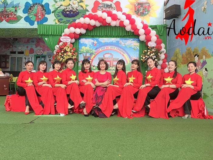  Áo dài giáo viên trường mầm non Hoa Việt Hà Nội