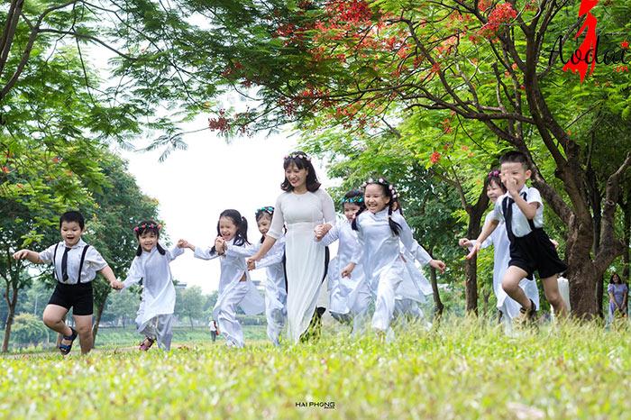 Áo dài giáo viên trường Mầm non Huyền Thanh Hà Nội