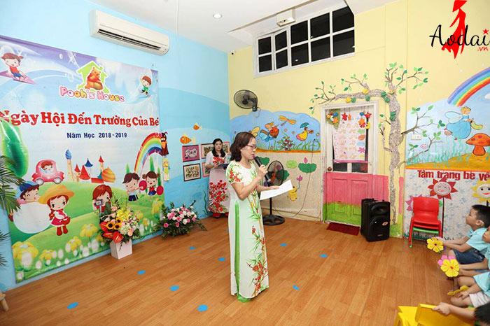 Áo dài giáo viên trường Mầm non Poohs House Hà Nội
