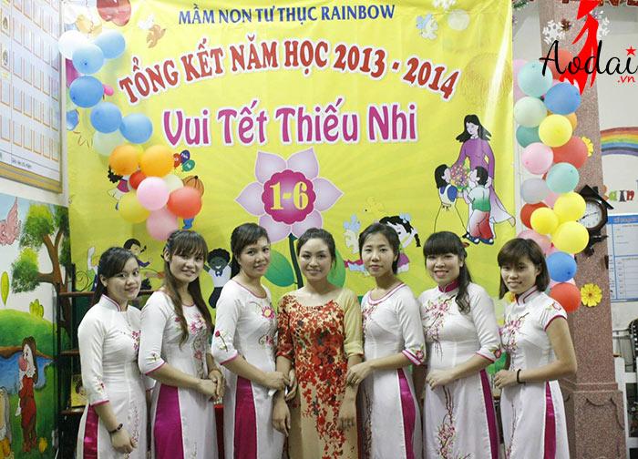 Áo dài giáo viên trường Mầm non Tư thục Rainbow Hà Nội