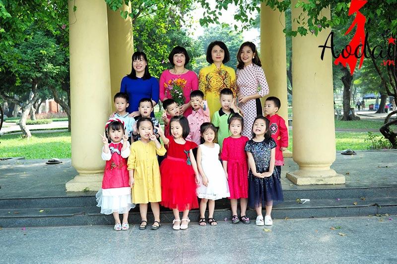 Áo dài giáo viên trường Mầm non Tomokid Lê Đại Hành Hà Nội