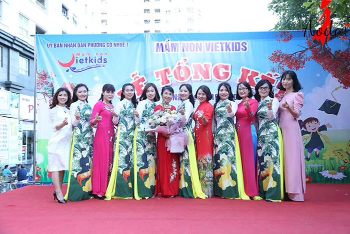 Áo dài giáo viên trường Mầm non Việt Kids Hà Nội