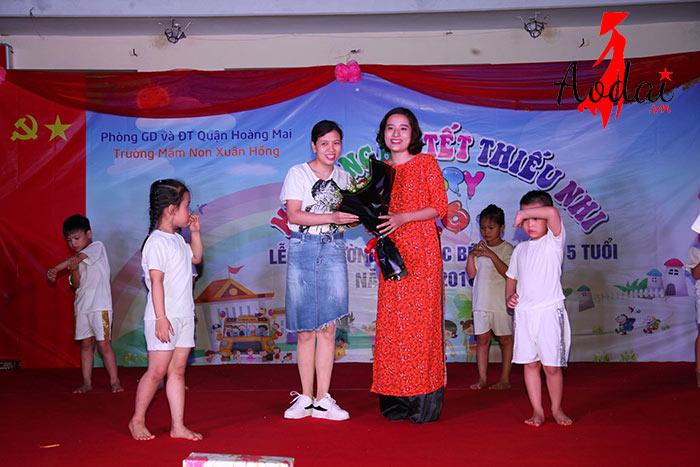 Áo dài giáo viên trường Mầm non Xuân Hồng Hà Nội | Ao dai giao vien mam non