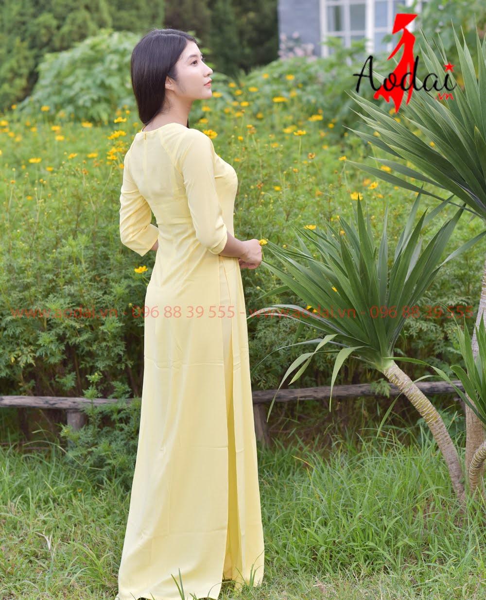 May áo dài tại Hoàng Mai