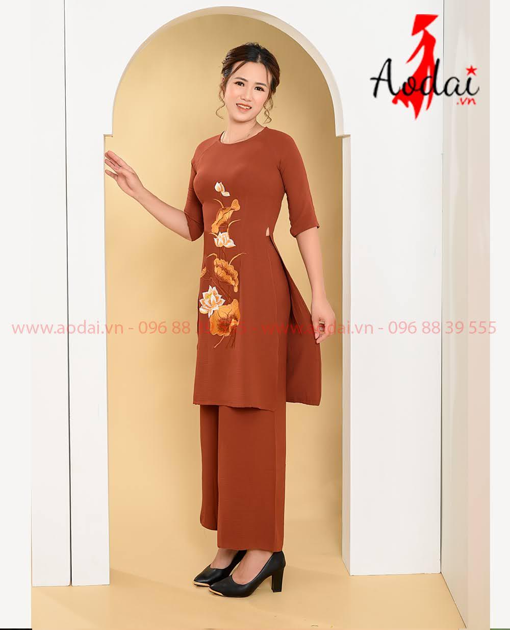 May áo dài tại Tiền Giang