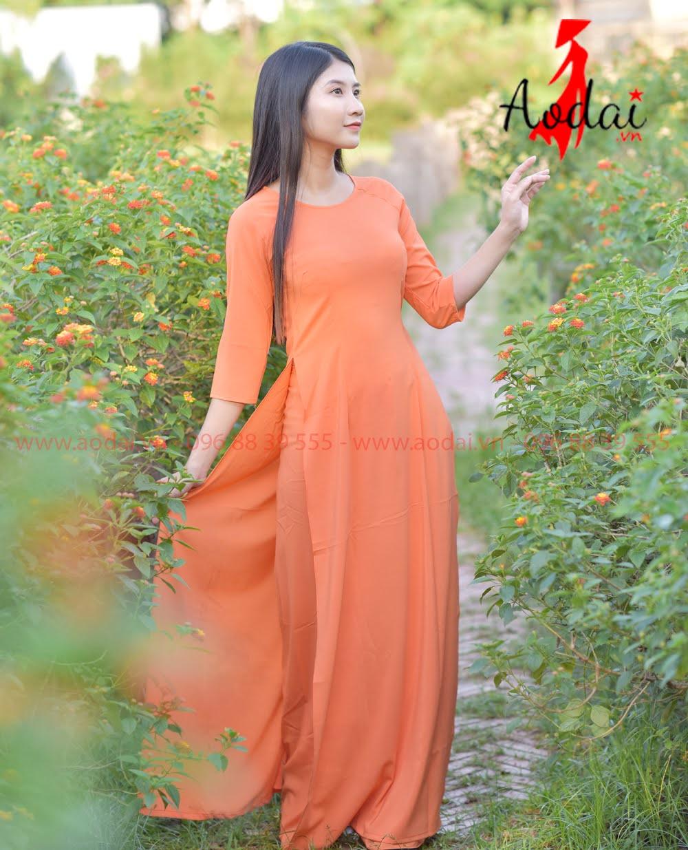 May áo dài tại Ứng Hòa