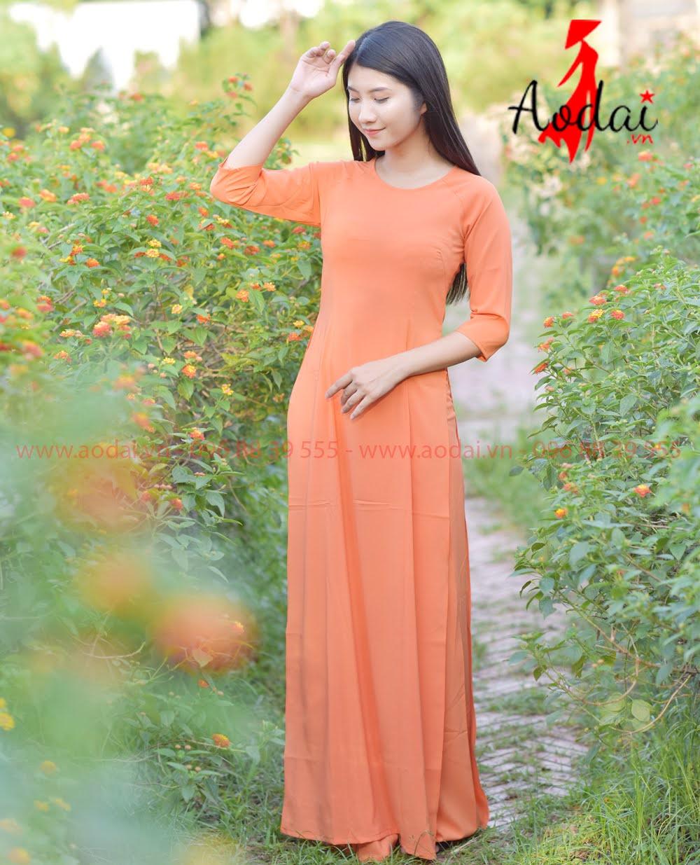 May áo dài tại Tân Phú
